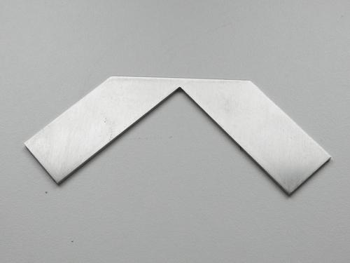 Schnittschablone für die Ecke aus Edelstahl 2-2,5 mm